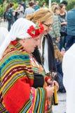 Traje nacional nos jogos de Nestenar, Bulgária do ` s das mulheres Fotografia de Stock Royalty Free