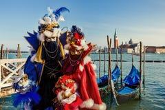 Trajes coloridos do carnaval em Veneza, Itália Imagens de Stock