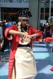 Trajes de Cosplayers e acessórios de forma vestindo na expo do Anime em Los Angeles, Califórnia, em julho de 2014 Fotografia de Stock