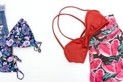 Trajes de los accesorios del viaje, fondo de las vacaciones de verano, bikini Imágenes de archivo libres de regalías