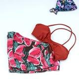 Trajes de los accesorios del viaje, fondo de las vacaciones de verano, bikini Fotografía de archivo