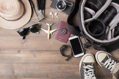 Trajes de los accesorios del viaje Pasaportes, bolso, cámara del vintage Imagen de archivo