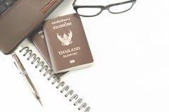 Trajes de los accesorios del viaje Pasaportes Tailandia, preparación para Imagenes de archivo