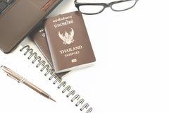 Trajes de los accesorios del viaje Pasaportes Tailandia, preparación para Imágenes de archivo libres de regalías