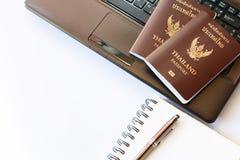 Trajes de los accesorios del viaje Pasaportes Tailandia, preparación para Imagen de archivo libre de regalías