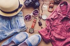 Trajes de los accesorios del viaje teléfono elegante, equipaje, el coste de t Fotos de archivo libres de regalías