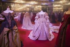 Trajes del teatro en estilo barroco imagen de archivo libre de regalías