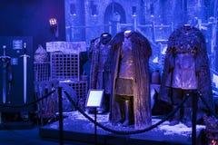 Trajes originais dos atores e dos suportes do ` The Game do filme do ` dos tronos nos locais do museu marítimo de Barcelona imagem de stock