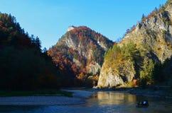 Trajeto ao longo do rio de Dunajec no parque nacional de Pieniny, Eslováquia fotos de stock