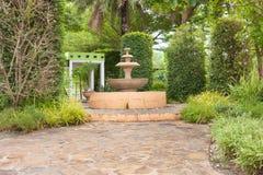 Trajeto completamente na paisagem tropical do jardim Imagens de Stock Royalty Free