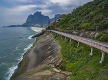 Trajeto da bicicleta de Tim Maia na avenida de Niemeyer, Rio de janeiro, Brasil, Ámérica do Sul imagem de stock royalty free