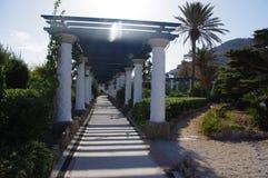 Trajeto da coluna em Rhodes Greece imagens de stock