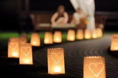 Trajeto da iluminação da noite para caminhadas no jardim com summerh da lanterna Imagem de Stock Royalty Free
