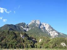 Trajeto da montanha em cumes de Viena perto de Semmering foto de stock