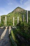 Trajeto da sabedoria com pico de Lantau Fotos de Stock