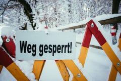 Trajeto de passeio Closed, inverno, perigo dos avalances foto de stock