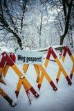 Trajeto de passeio Closed, inverno, perigo dos avalances imagens de stock royalty free