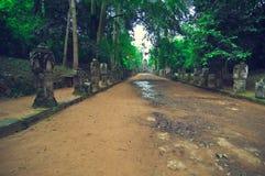 Trajeto de pedra antigo do templo do som de Ta. Angkor Wat Fotos de Stock Royalty Free