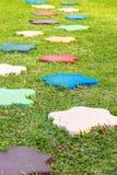 Trajeto de pedra colorido da caminhada do bloco no parque Imagem de Stock