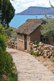 Trajeto de pedra no console de Taquile no lago Titicaca, por Fotografia de Stock Royalty Free