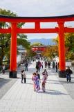 Trajeto de Torii alinhado em Kyoto, Japão Fotografia de Stock