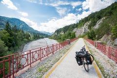 Trajeto do ciclo de Alpe Adria, Itália imagem de stock