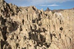 Trajeto do turista nas rochas do vale da lua, Bolívia Imagens de Stock Royalty Free