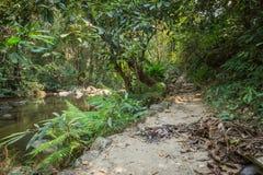 Trajeto e quadro indicador no parque natural da cachoeira de Chaeson foto de stock
