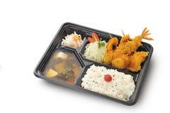 Trajeto isolado e de grampeamento do grupo fritado marisco na caixa do bento Imagem de Stock
