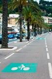 Trajeto marcado da bicicleta em uma rua da cidade fotografia de stock royalty free