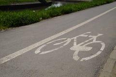 Trajeto marcado da bicicleta, sinal na pista biking da rua, fundo da bicicleta do conceito do transporte imagem de stock royalty free