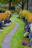 Trajeto no cemitério fotografia de stock royalty free
