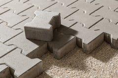 Trajeto pedestre com tijolos do paver Pavimento do passeio imagens de stock royalty free