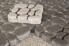 Trajeto pedestre com tijolos do paver Pavimento do passeio imagem de stock