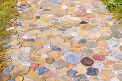 Trajeto pedestre pavimentado com pedra do granito imagem de stock royalty free