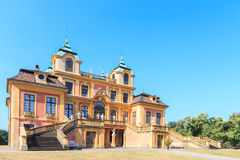 Trajeto que conduz ao palácio favorito de Schloss Ludwigsburg imagens de stock royalty free