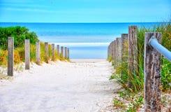 Trajeto que conduz para baixo à praia Foto de Stock