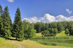Trajeto sob nuvens Foto de Stock