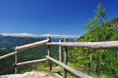 Trajeto Trekking nos alpes de Friuli por Fusine Fotos de Stock Royalty Free