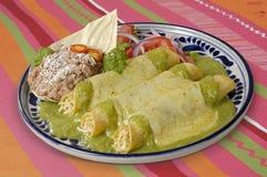 Trajeto verde dos Enchiladas w/clipping do molho Fotografia de Stock