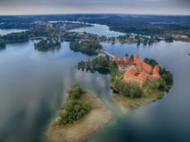 Trakai, Литва: Замок острова, воздушное взгляд сверху UAV Стоковое Фото