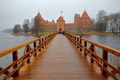 TRAKAI, ЛИТВА - 1-ОЕ ЯНВАРЯ 2017: Замок Trakai построенный на острове озера Galve около Вильнюса Стоковые Фотографии RF