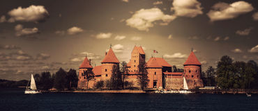 Trakai castle and lake Royalty Free Stock Photos