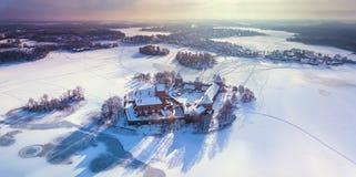 Trakai kasztel przy zimą, widok z lotu ptaka kasztel zdjęcia royalty free