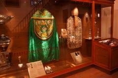 TRAKAI, LITHUANIE - 2 JANVIER 2013 : Vêtements de cérémonie historiques des prêtres catholiques dans le musée de l'art sacré photographie stock libre de droits