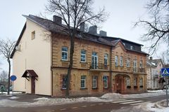 TRAKAI, LITUANIA - 2 GENNAIO 2013: Vecchia costruzione storica nel centro di Trakai fotografia stock libera da diritti