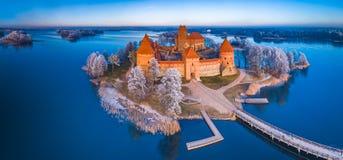Trakai-Schloss am Winter, Vogelperspektive des Schlosses stockfotos