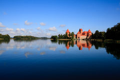 Trakai slott - öslott i Trakai Royaltyfria Foton