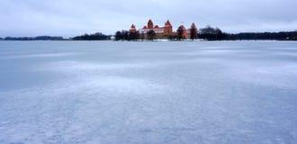 Trakai slott i vinter Arkivfoto