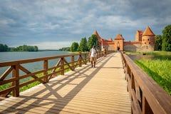 Trakai slott på en ö av Galve sjön, Litauen arkivfoto